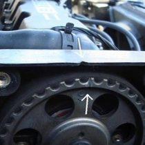 Ставим 5-тую передачу, крутим колесо (или коленвал на нейтрольной) ставим по меткам грм