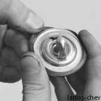 Снимаем уплотнительное кольцо